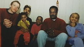 En av de sista bilderna på Dawit Isaak. Fotografen Kalle Assbring, vars liv också präglats av Eritreas självständighetskamp, är med på bilden.