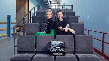 Vuoden 2018 Ruotsinsuomalaiset gaalan juontajat Virpi Inkeri ja Mika Olavi