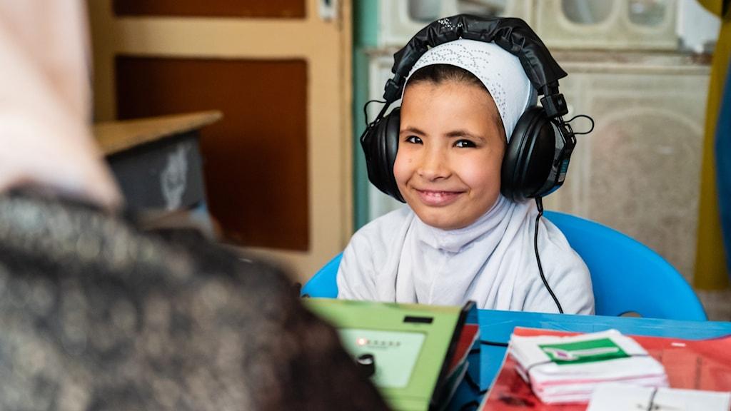 Hörseltest på flicka från Afghanistan
