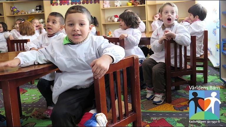 Världens barn i P4. Barn på förskola i Albanien.