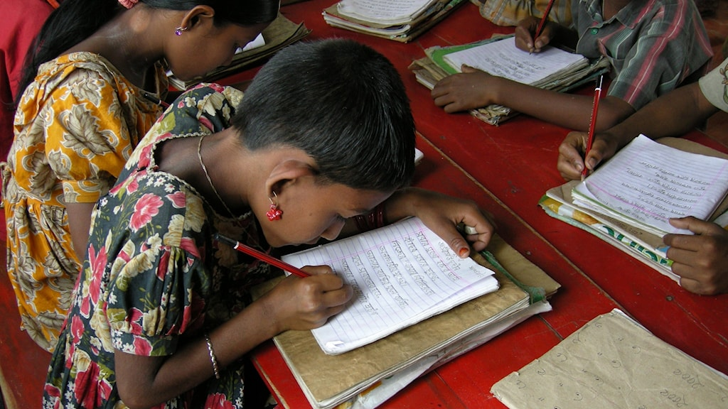 Flickor i skola i Bangladesh