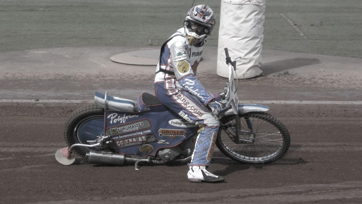 Speedwayförare. Foto: Janne Rindstig/Sveriges Radio.
