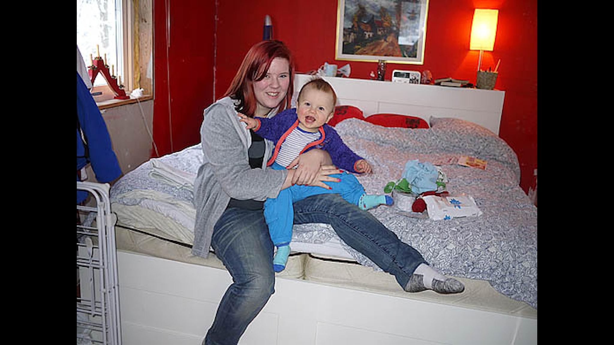 Linn Franzén med sonen Leon. Foto Åsa Kjellman Erici
