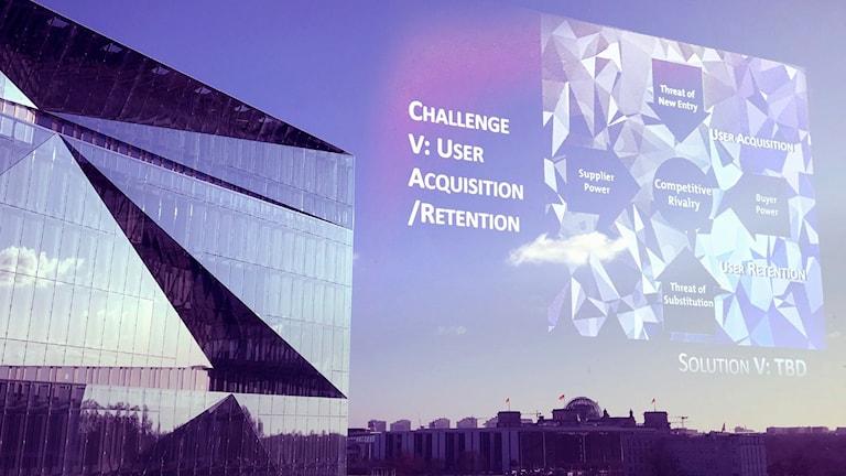 Stadssiluett av Berlin med inredigerad presentation på himlen