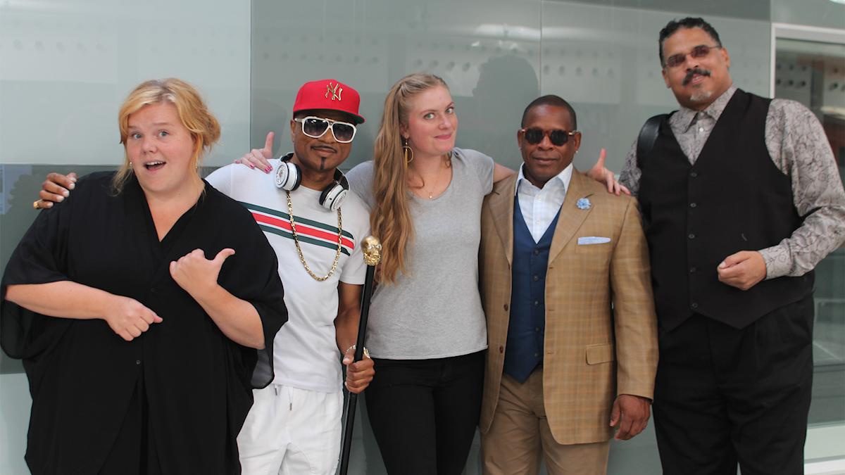 Linnea Wikblad och Sara Kinberg tillsammasn med The SugarHill Gang