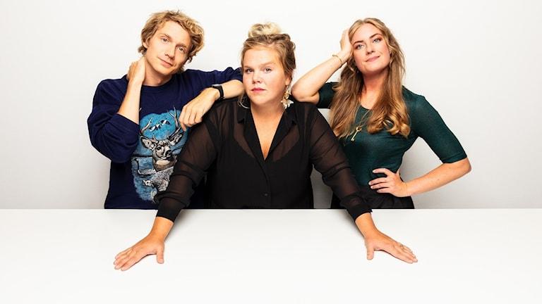 Dagsaktuell talkshow om den popkulturella världen, med Linnéa Wikblad, Sara Kinberg och Adrian Boberg.