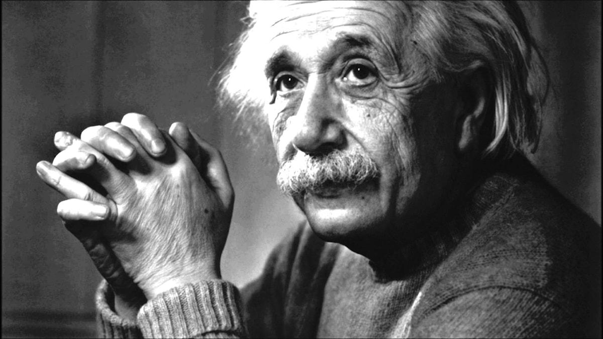 svart och vit bild på Einstein