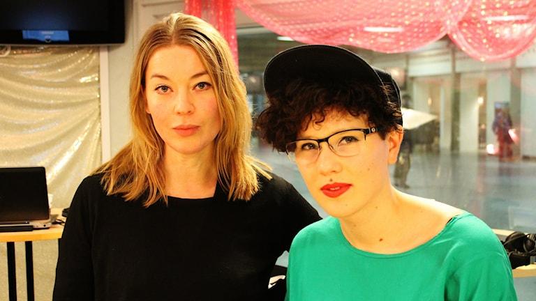 Karolina Ramqvist och Lyra Ekström Lindbäck. Foto: Björn Berglund/SR