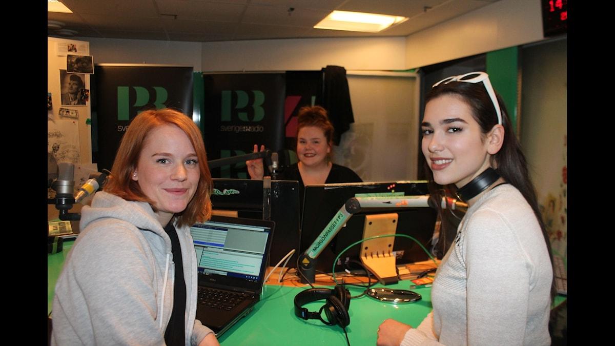Dua Lipa, Camilla Fågelborg och Linnea Wikblad sitter vid mickarna