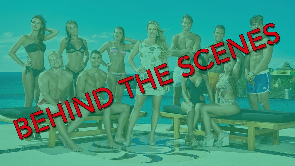 """En bild på alla deltagarna på Paradise Hotel med texten """"Behind the scenes"""""""