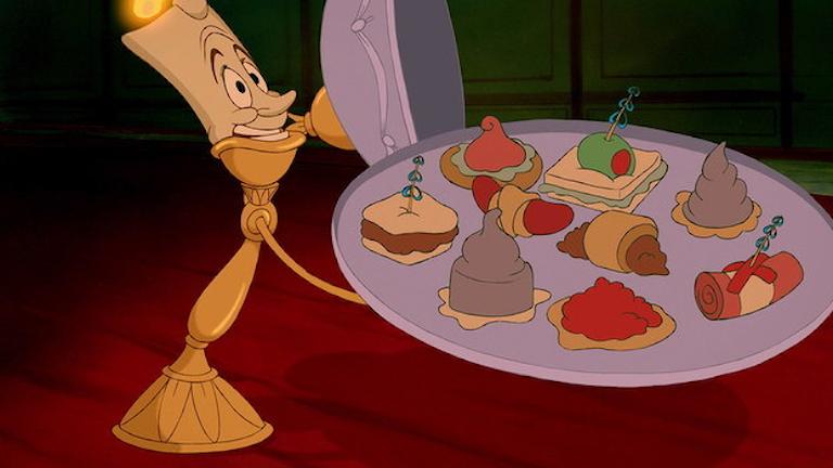 Bild från Disney när ljusstaken håller upp kakfatet