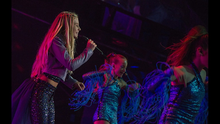 Julia Kedhammar sjunger på scenen i Junior Eurovision Song Contest: Foto: EBU: Elena Volotova/Maria Mifsud