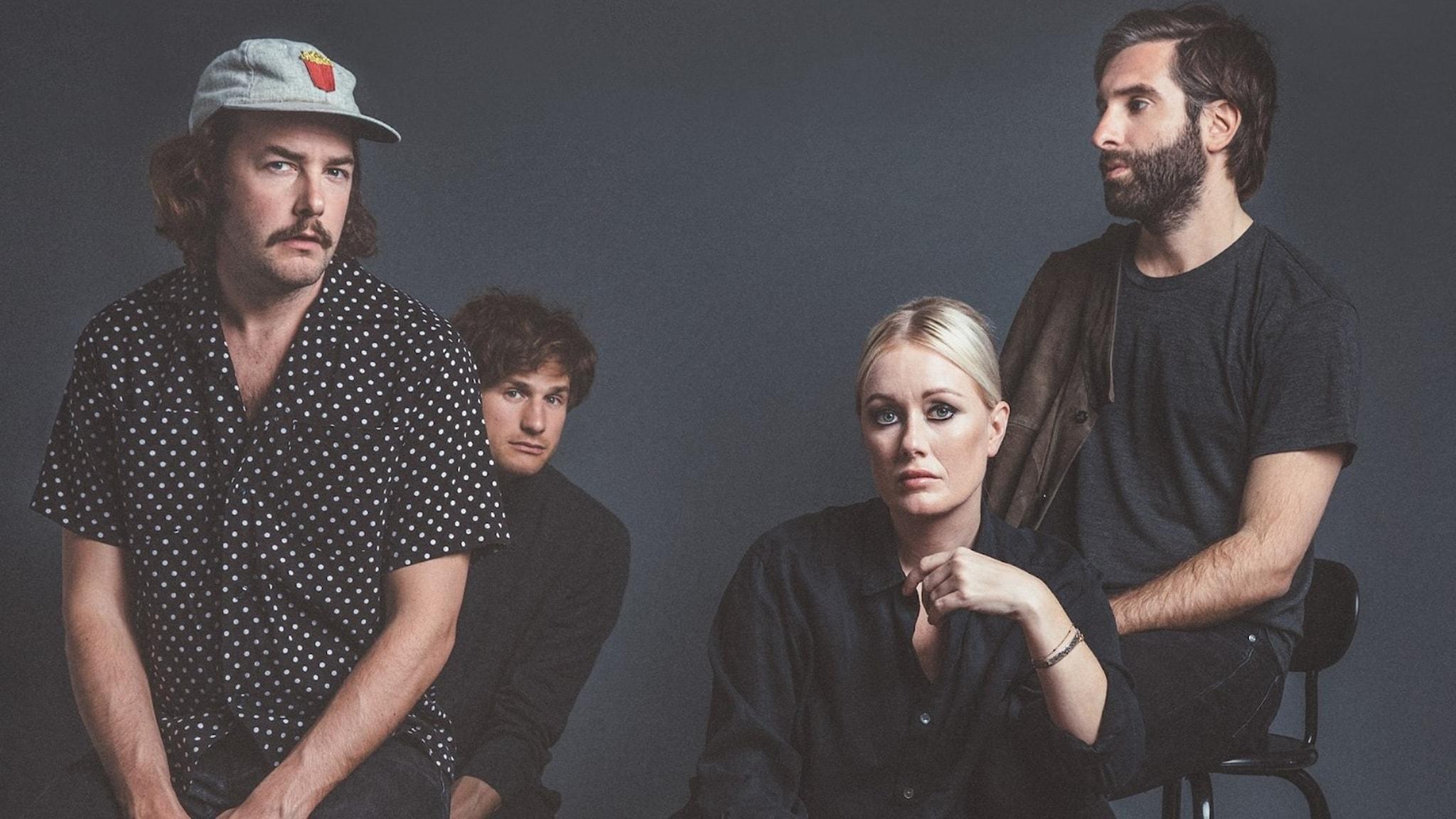 Fyra bandmedlemmar från Shout Out Louds syns på bild.