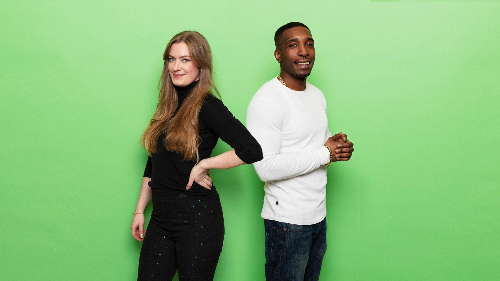 Sara Kinberg och Ison Glasgow står framför en grön bakgrund och ler in i kameran.