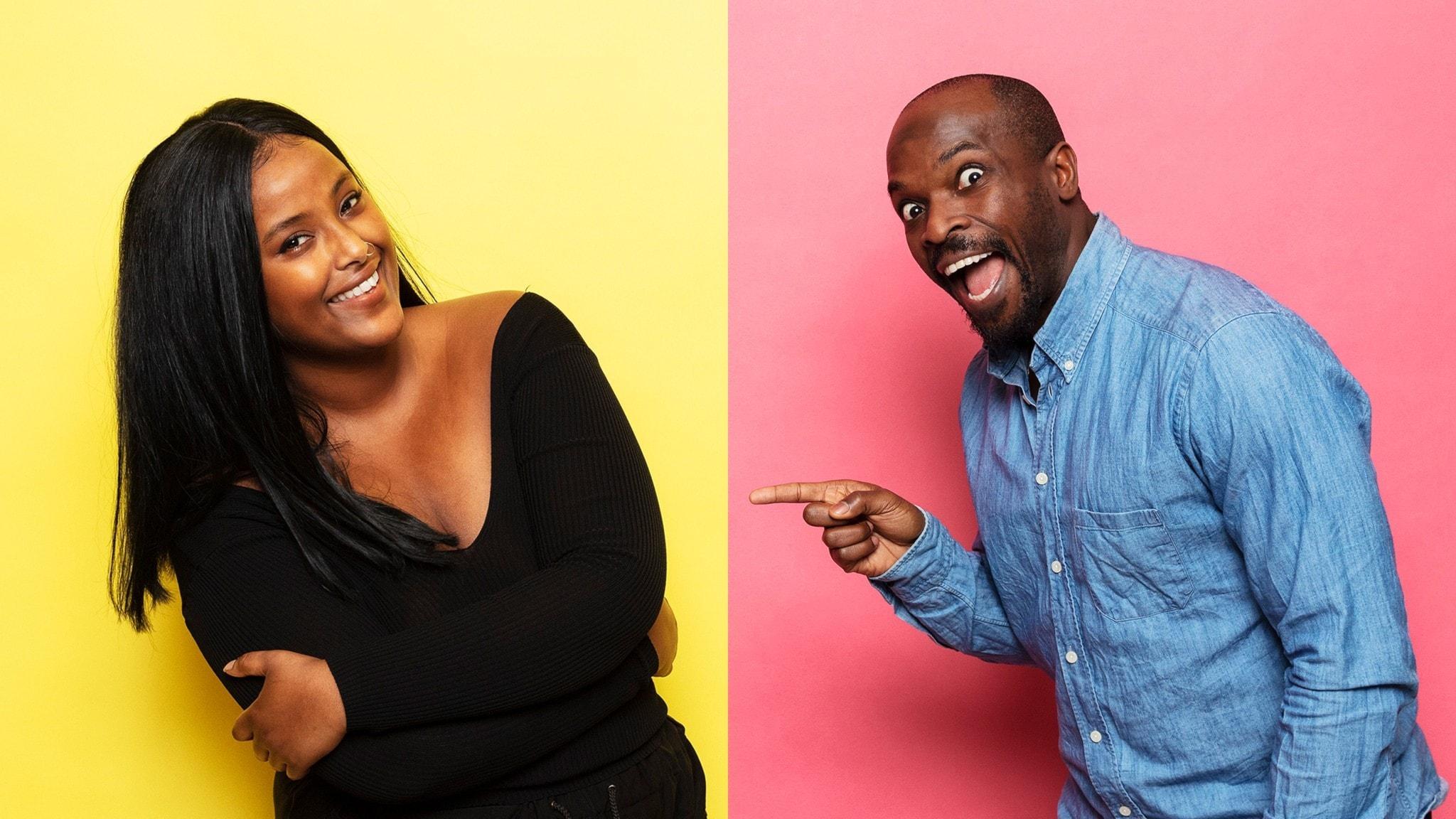 Ayan Jamal och Kodjo Akolor i en tvådelad bild. Ayan står framför en gul bakgrund och skrattar, Kodjo står framför en rosa bakgrund och pekar på Ayan, och ser lite tokig ut.