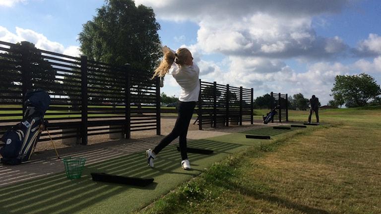 Julia Engström laddar för masterstävlingen i Frankrike.