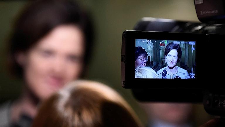 Anna Kinberg Batra i en kameraskärm