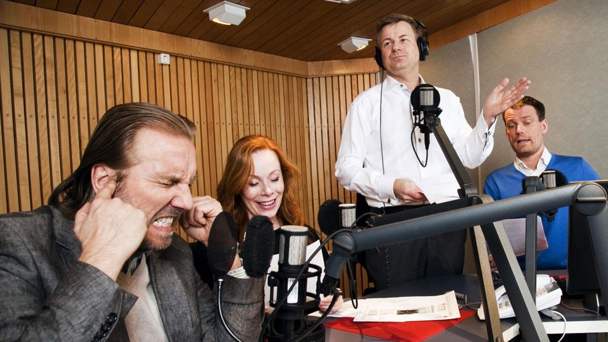 Public Service i P1 med Erik Blix, Rachel Mohlin, Göran Gabrielsson och Mattias Konnebäck. Foto: Mattias Ahlm/SR