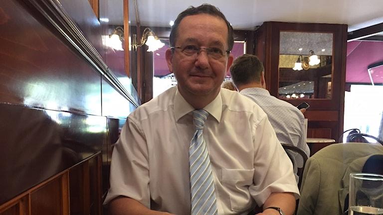 Enligt Zoltán Illes, medlem av regeringspartiet Fidesz och tidigare statssekretare i regeringen, bryr sig premiärminister Viktor Orbán bara om opinionssiffrorna.
