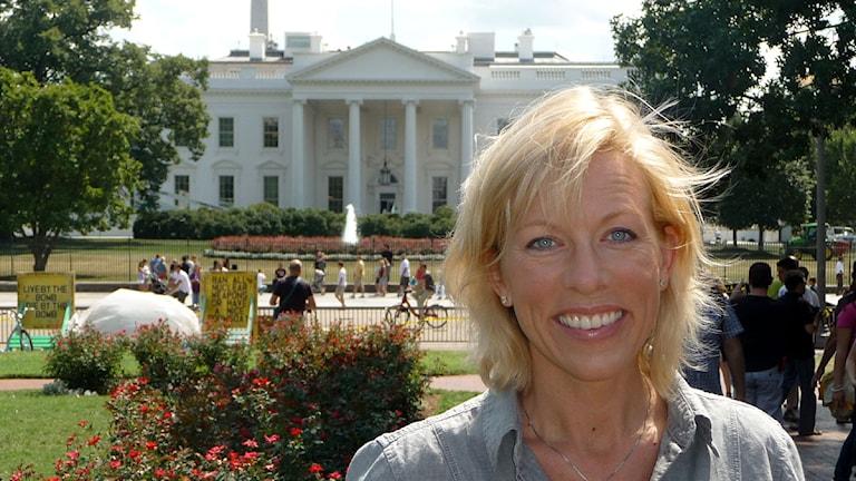 Ginna Lindberg framför Vita huset