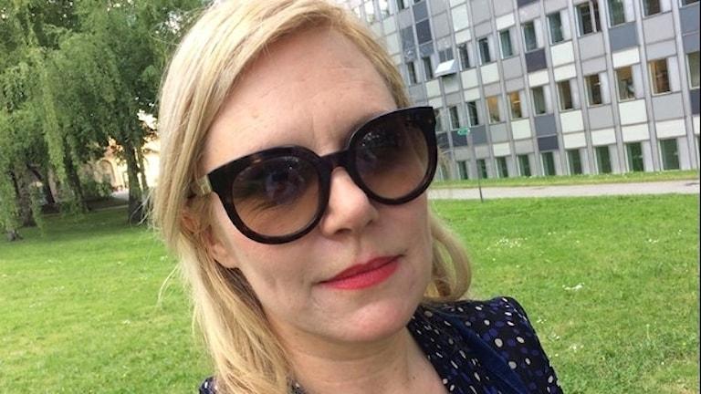 Lotta Erikson med solglasögon