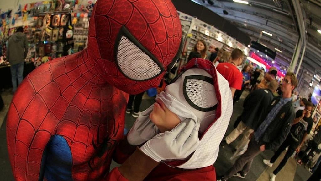 Paret Kimberley Åhage och Philip Wiman delar ett enormt intresse för superhjältar.