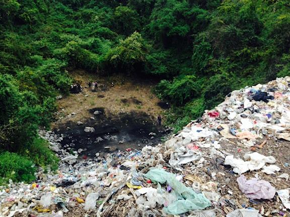 Soptippen utanför Iguala där myndigheterna säger att en lokal knarkkartell dödade studenterna och brände deras kroppar. Foto:Lotten Collin/SR