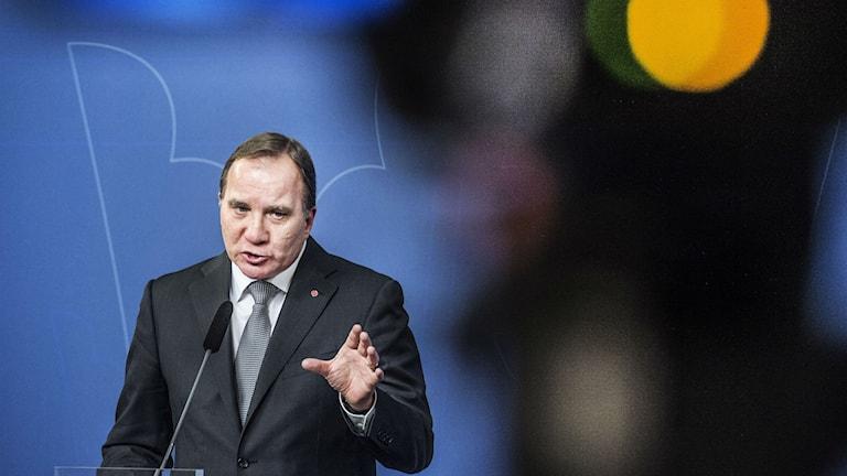 Stefan Lofven under presskonferens om den höjda terrorhotnivån efter terrordåden i Paris. Foto: Tomas Oneborg/TT
