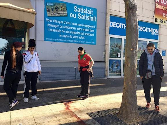 Spår efter självmordsbombare i Paris i nov 2015. Foto:Beatrice Janzon/SR