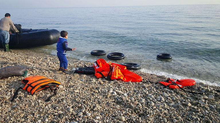En pojke som precis kommit iland på Lesbos.