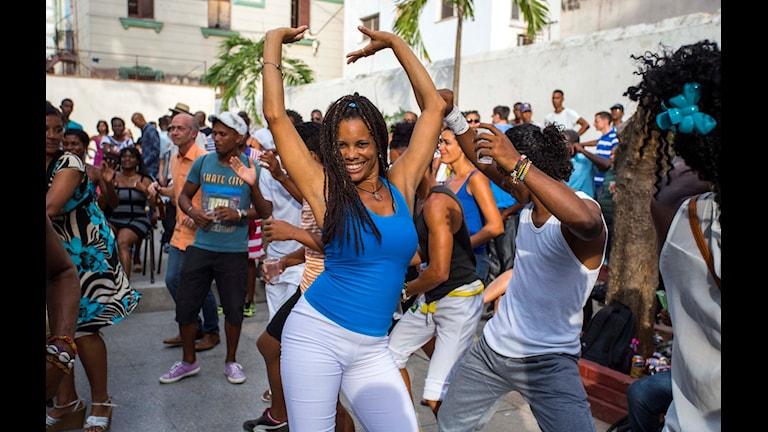 Kubaner dansar rumba i Havanna på Kuba. På måndag kommer president Barack Obama till landet, det första besöket av en sittande amerikansk president på nära 90 år.