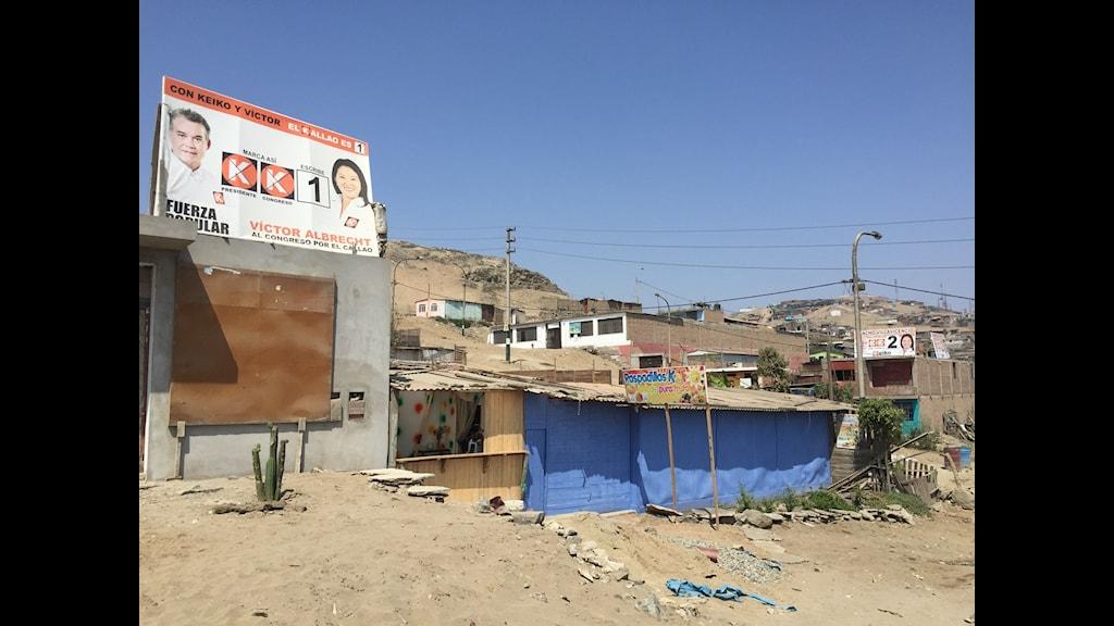Valplanscherna för Keiko Fujimori syns överallt i kåkstaden som bär hennes namn.