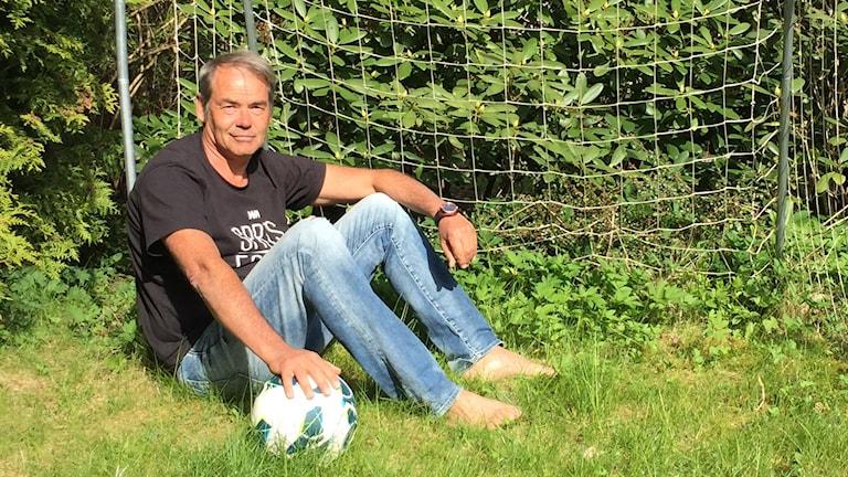 """Petter Karlsson har skrivit boken """"Galna målvakter""""."""