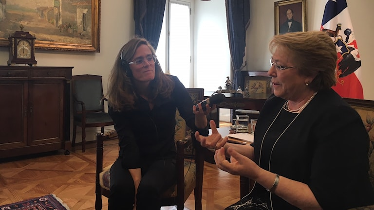 Chiles president Michelle Bachelet intervjuas av SR:s Latinamerikakorrespondent Lotten Collin