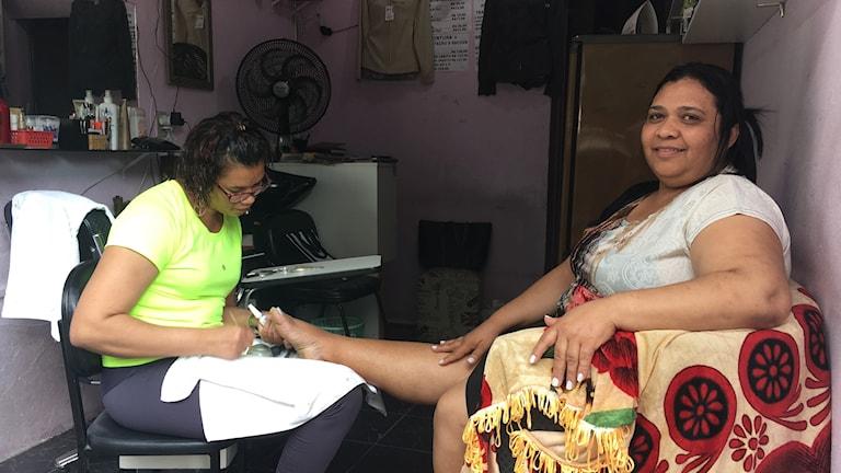Maria Beto och Sueli Maria bor i favelan Paraisópolis. De är kritiska till Arbetarpartiets år vid makten och Sueli tänker rösta på Jair Bolsonaro.