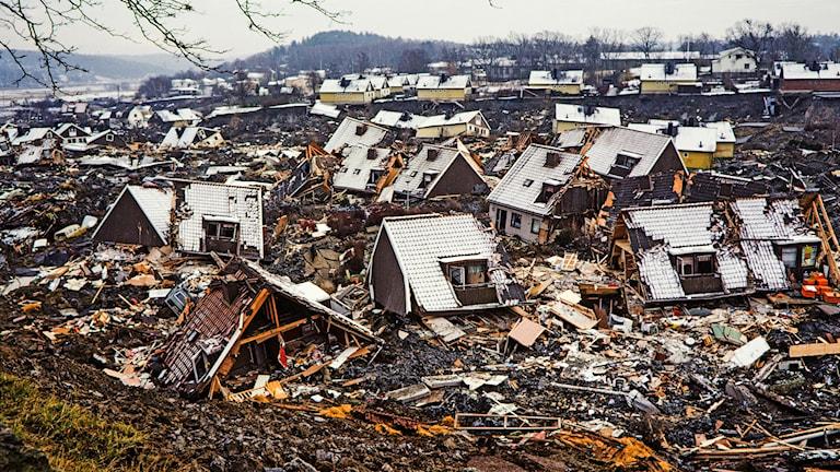 Raserade hus efter Tuveraset 1977.
