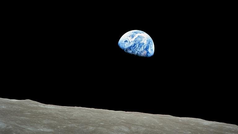 Jorden sedd från Apollo 8 av astronauten William Anders på julafton 1968.