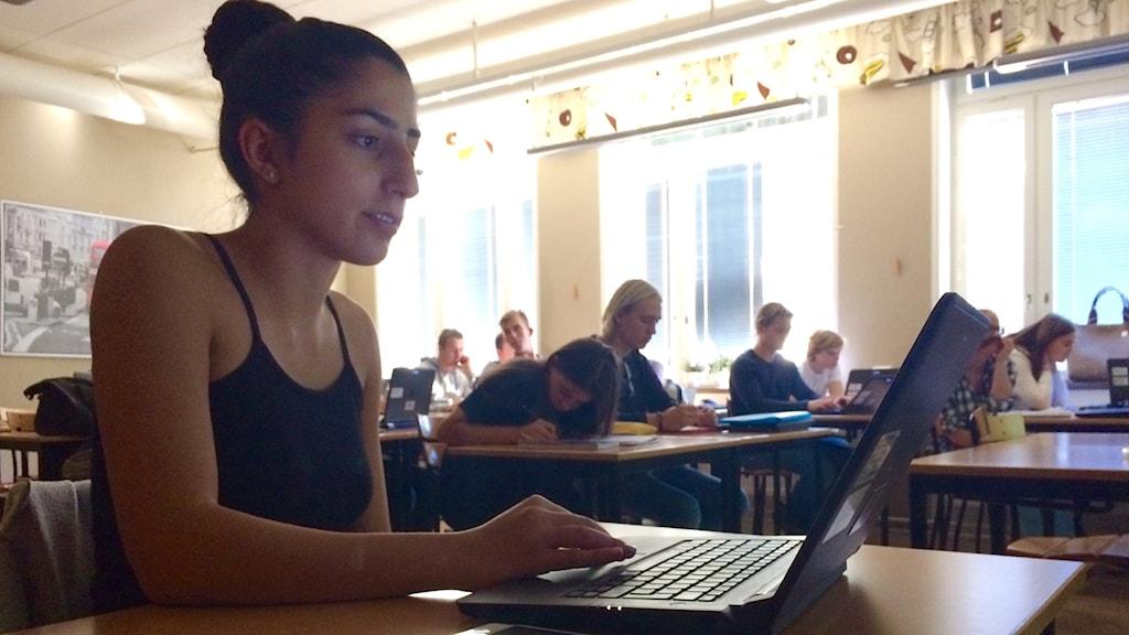 """Tanya Toufani går tredje året på det samhällsvetenskapliga programmet på Blackebergs gymnasium. Hon säger att hon är """"för normkritik""""."""