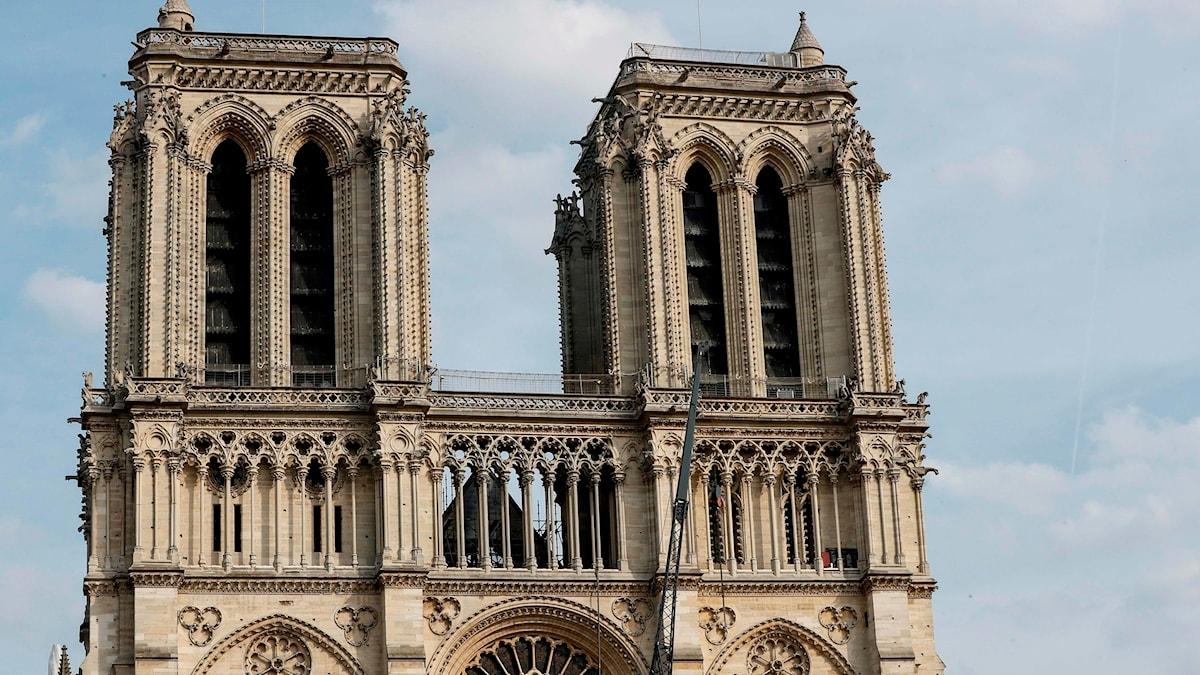 Notre-Dames torn efter branden.