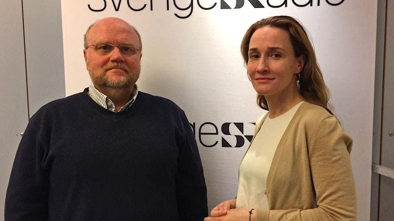 Författarna Ola Larsmo och Jenny Nordberg i Ekots Studio söndagsmorgon 9 april.
