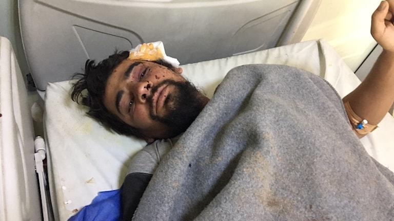 Khaled, skadades av försåtsmineringar som exploderade i hans hus i Mosul.