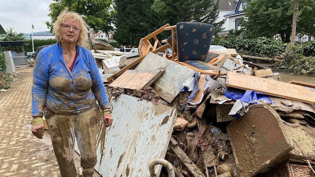 Christa Müller säger att hon hade änglavakt som överlevde. Men av hennes hem återstår bara en lerig hög.