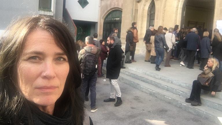 Margareta Svensson utanför vallokal.