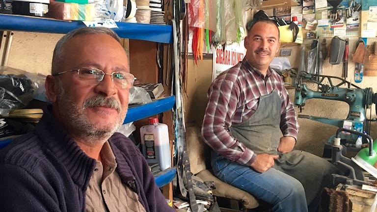 Skomakeriet i Muğla är en mötesplats där många dricker en kopp the.