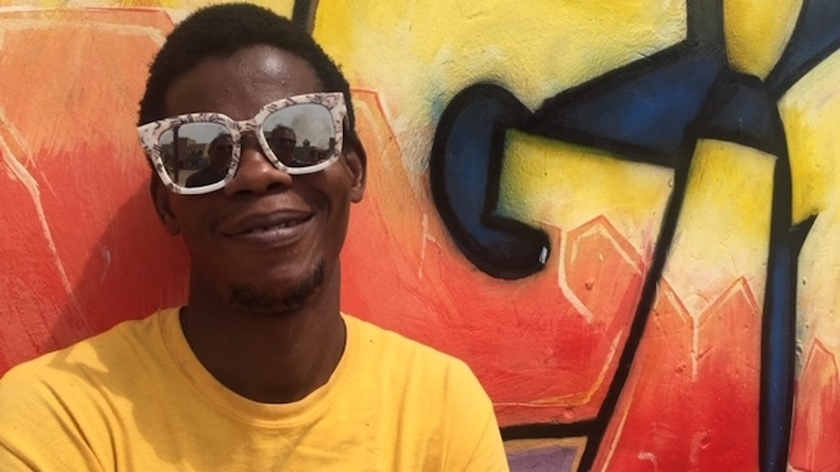 """Moussa Khan är graffitti-artist i Dakar. """"Y en a Marre är en medborgarrörelse som vi unga ser upp till"""", säger han. """"De ger dem utan en röst en möjlighet att höras""""."""