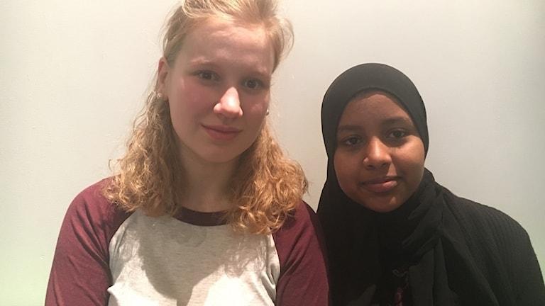Kastanja Korpi och Ashjin Muhammed från Vittraskolan är på besök på Forum för levande historia.