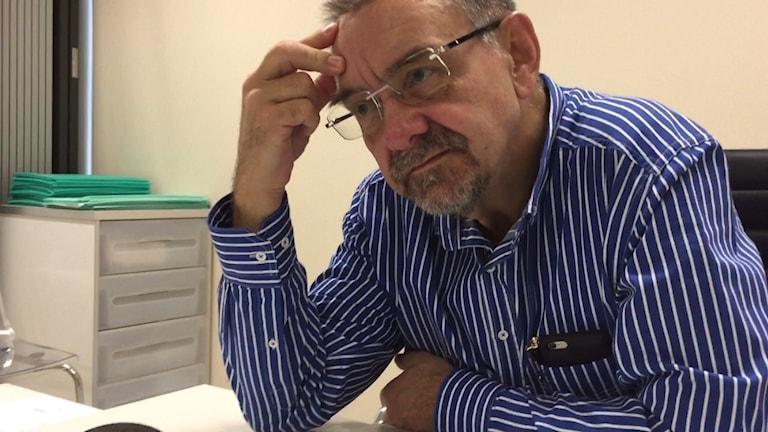 : Professorn och gynekologen Romuald Dębski är en av få läkare i Polen som öppet vågar kritisera den stränga abortlagen i landet.