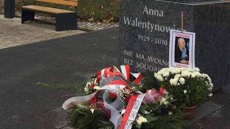 Minnesmärke i Gdansk efter Anna Walentynowicz, polsk Solidaritet-aktivist och ett av offren i flygkraschen i Smolensk 2010.