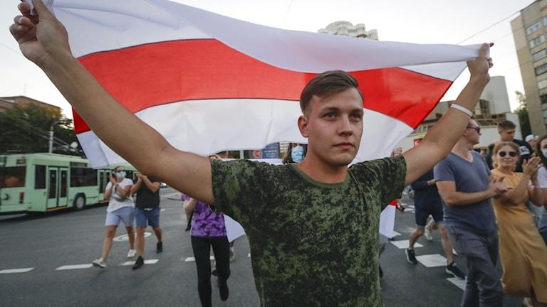 Valtåg till stöd för oppositionen som utmanar i presidentvalet i Belarus.