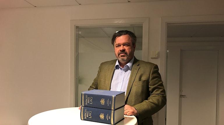 Stefan Wahlberg tror att svenskarna med fördel kunde vara mer kritiska till nya lagar.